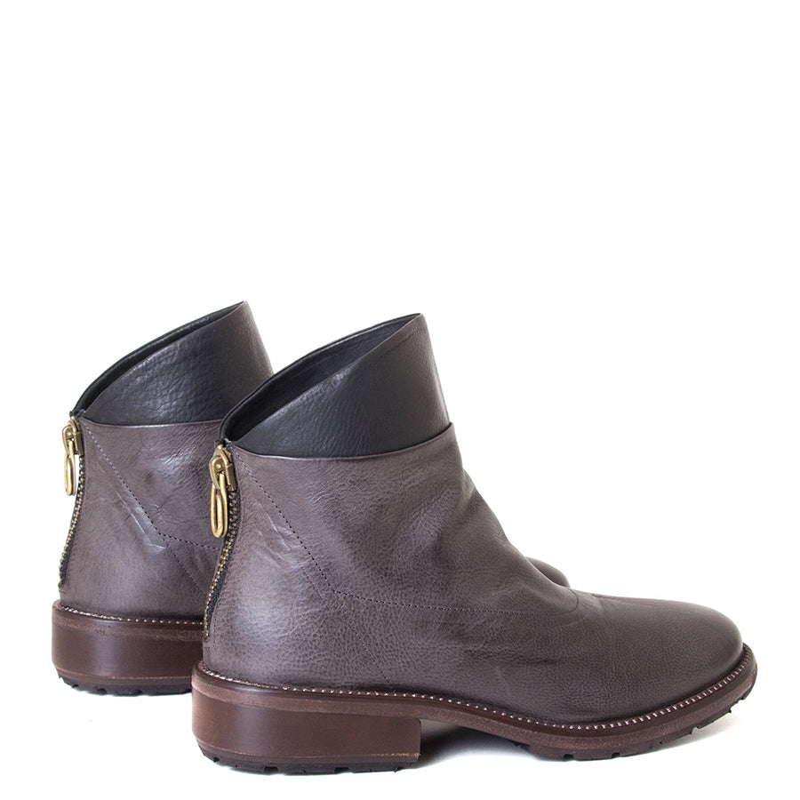 P. Monjo Nelia. Women's Brown leather ankle boot with black leather detail, back zipper, made in Spain, Rubber sole, 1-inch Heel. Back view pair.