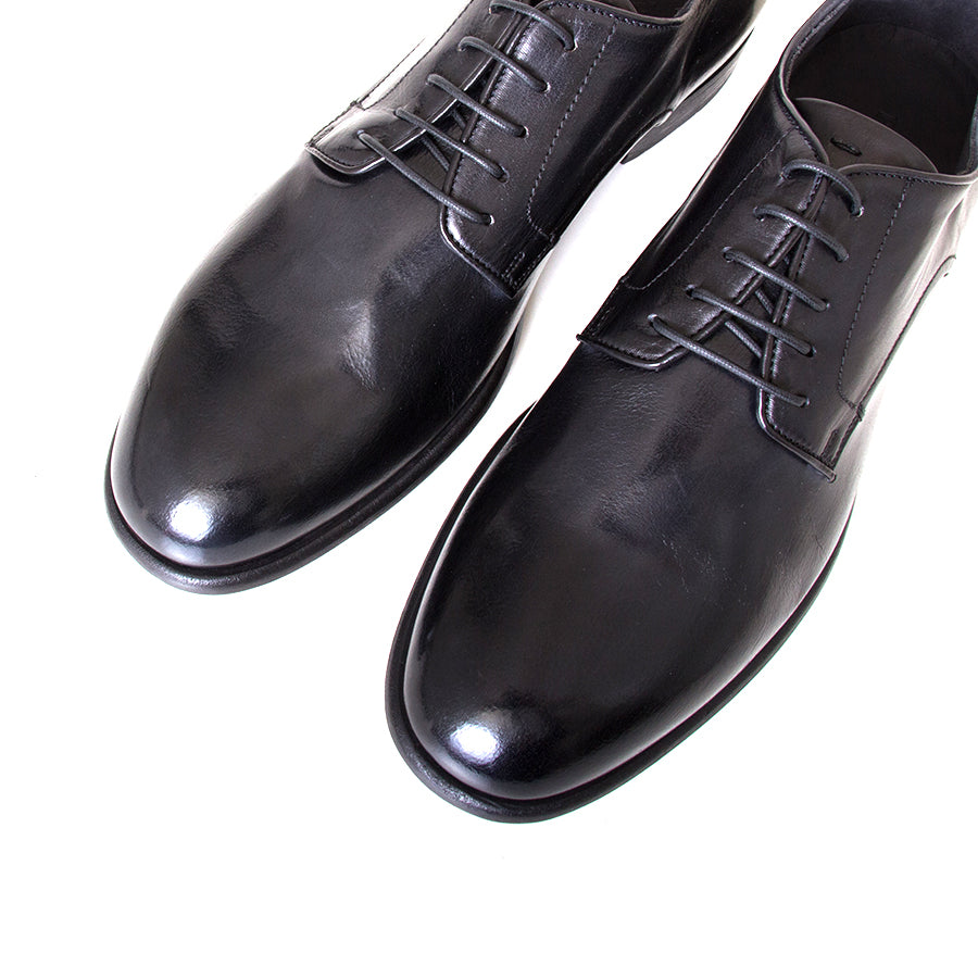 Pantanetti Filippo. Men's laced Black shoes, buffalo washed leather. Derby style. Made in Italy. Top view pair.