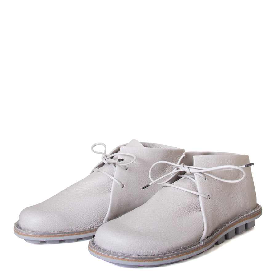 Trippen Again. Women's laced shoes in Off-white, Perla leather upper, flexible rubber sole, anatomical footbed for comfort. Made in Germany. Front view, pair.