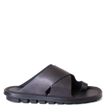 Trippen Alex. Men's leather sandals in Black leather, flexible rubber sole. Toe ring , slip-on style. Made in Germany. Side view.