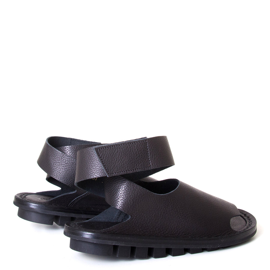 Trippen Hug. Women's sandal in Black leather, rubber sole, ankle strap with velcro for a secure fit. Made in Germany. Back view, pair.