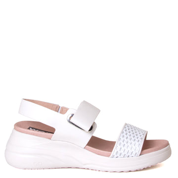 Wonders Paige. Women's leather sandals in White. Anatomical footbed for comfort and adjustable strap. Made in Spain. Side view.