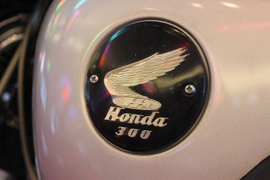 1966 Honda 300 Dream emblem