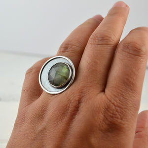Labradorite Moon Ring - Gemspell
