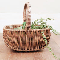 vintage style basket with handle