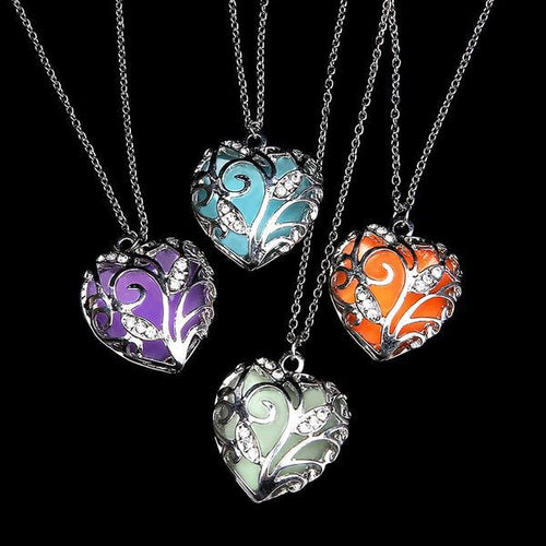 Jewelries And Accessories - Glowing Heart Chakra Pendant Necklace