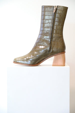 Load image into Gallery viewer, Paloma Wool Emilia Boot in Verde Khaki