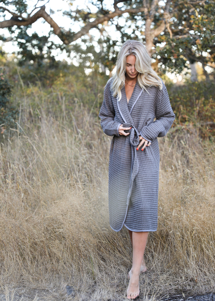 Load image into Gallery viewer, Tofino Towel Harmony Robe in Grey