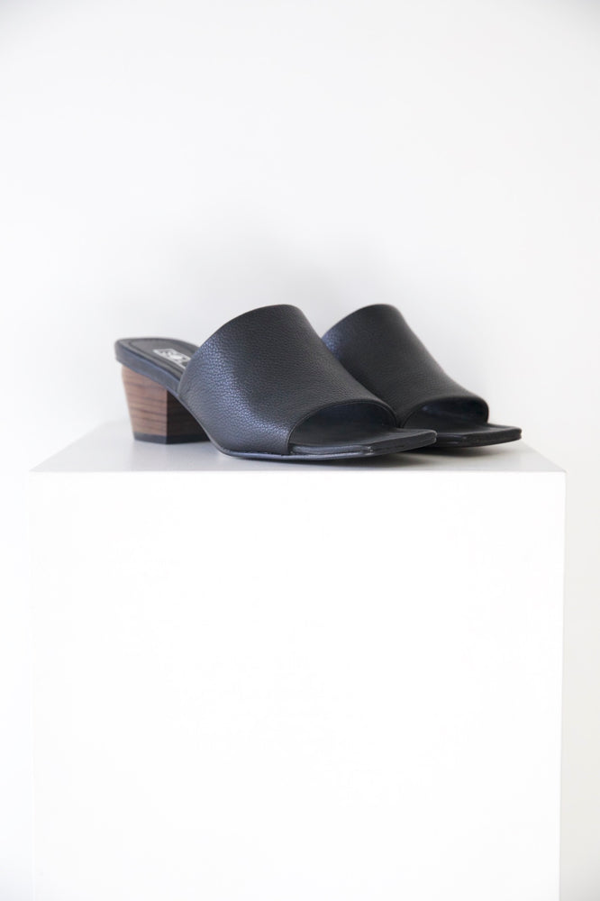 Load image into Gallery viewer, Solsana Palma mule in black