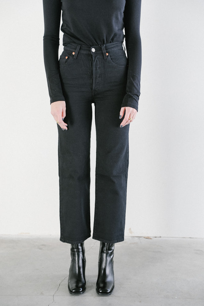 Levi's Ribcage Straight Ankle Jeans in Black