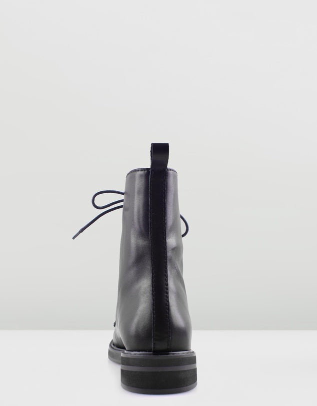Solsana Waiter Boot in Black