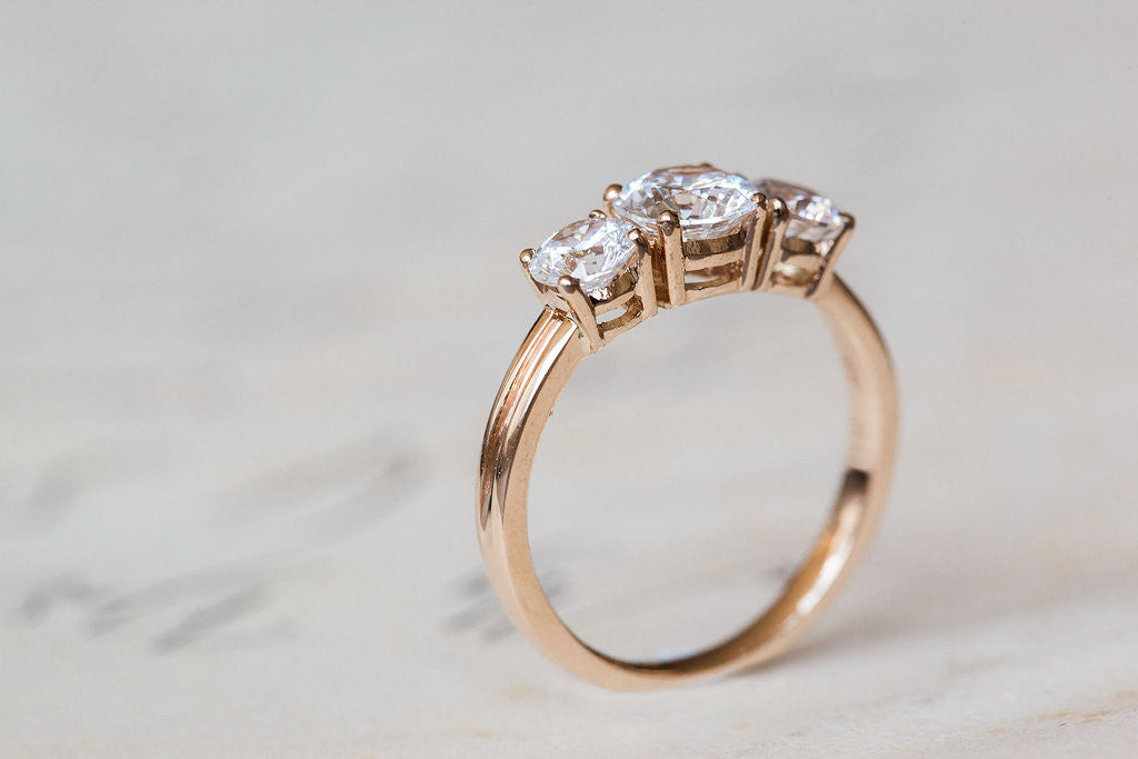 Round - 3 Stone - 18k Yellow Gold