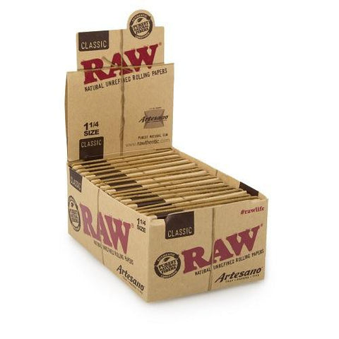 RAW Classic Artesano 1 1/4 Rolling Paper w/ Tips & Tray - 15 Count Box - vapersandpapers.com
