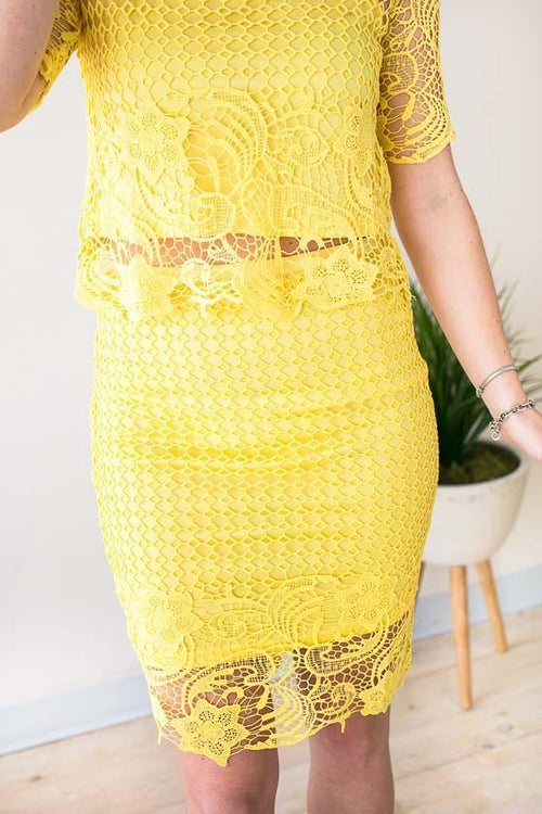 Lovely Yellow Lace High Waist Knee Length Skirt