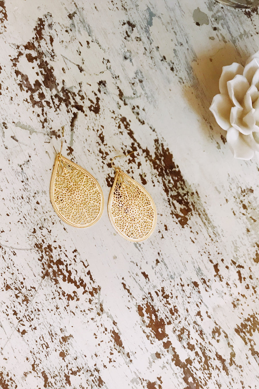 Rue Filigree Gold Earring
