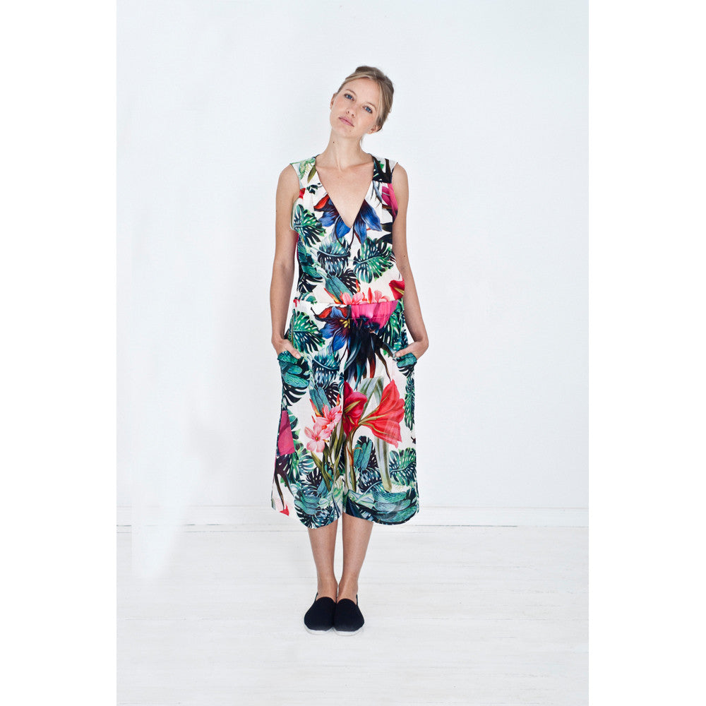 Sleeveless V-neck nightie with exotic flower print combined with matching pajama pants