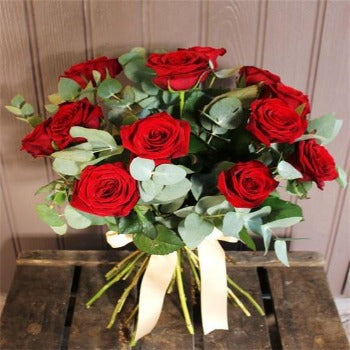 Beloe's Twelve - Long Stem Red Roses.