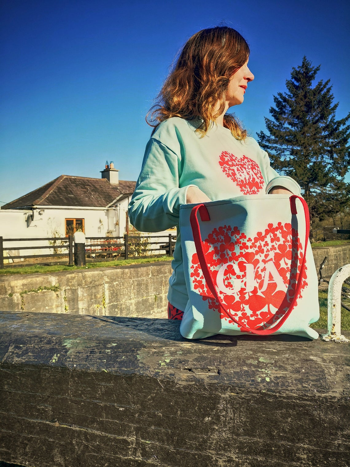 Mint and Red Grá Tote bag, the perfect Mother's Day gift.