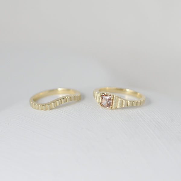 Shakti Gold: Curved Wedding Band