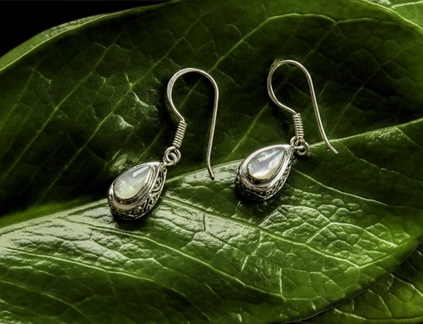 Antik Mother of Pearl Earrings #153-b