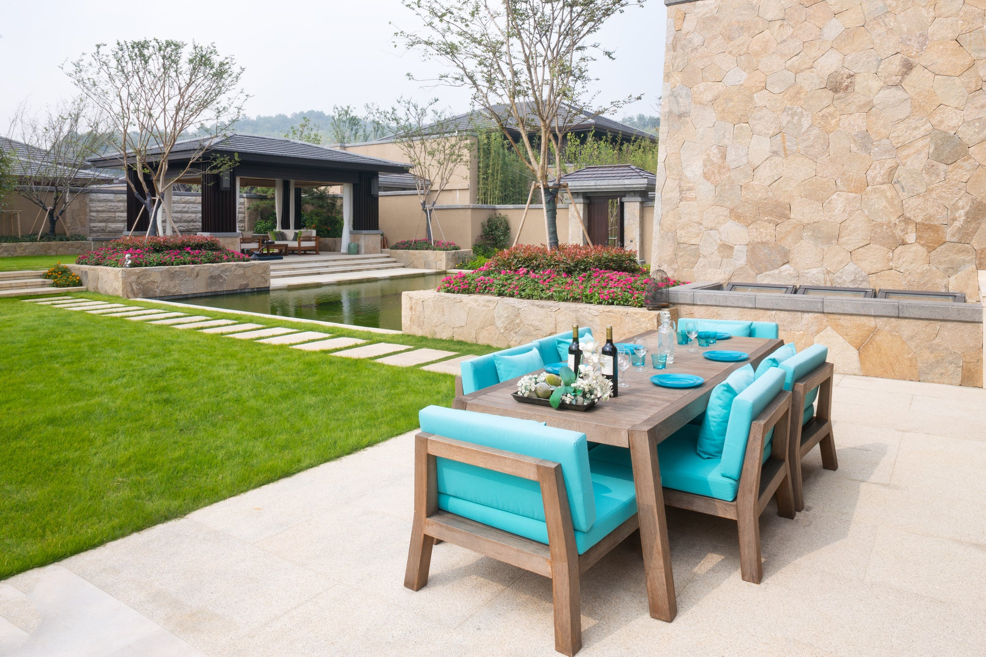 4 Tips for Cleaning and Maintaining Outdoor Dining Sets