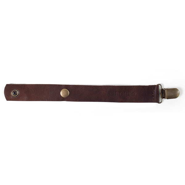 Maddie leather pacifier clip - Diesel Brown