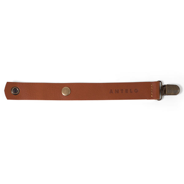 Maddie leather pacifier clip - Cider