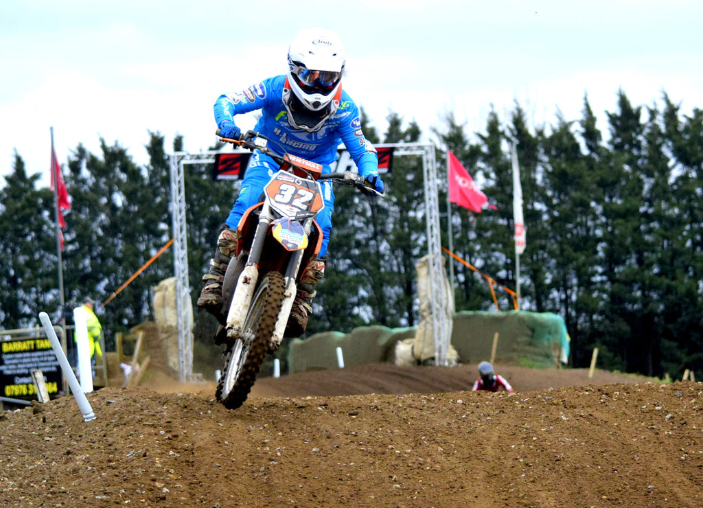 HL Racing sponsors talented youth rider Calum Mitchell #32
