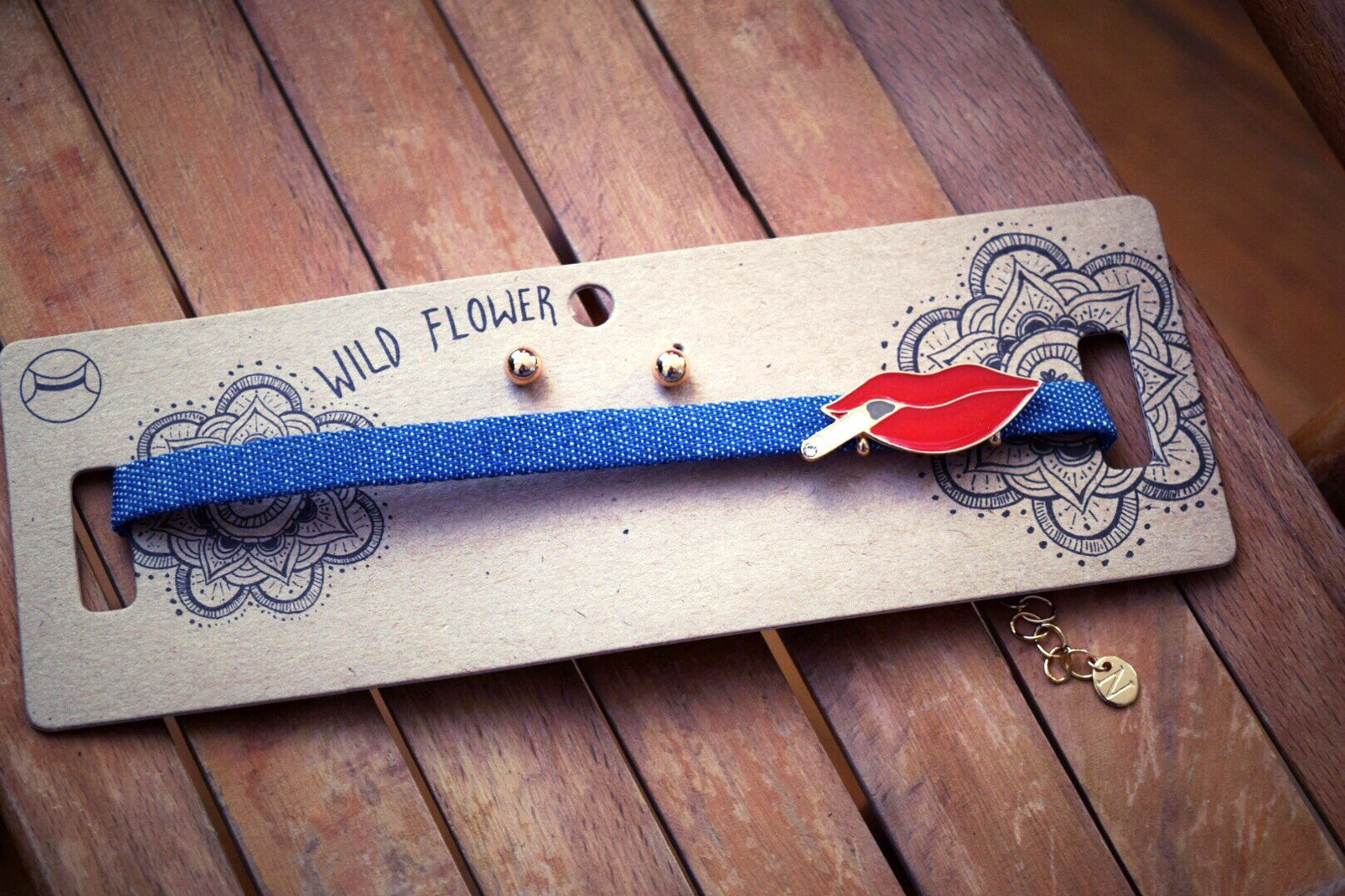 Smoking red lip denim choker