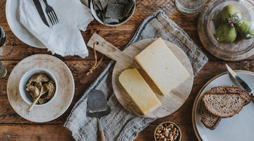 Vintage Clothbound Farmhouse Cheddar - It's how cheddar should be made