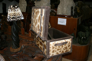 Serengeti Luggage Trunk - GIRAFFE - Trophy Room Collection