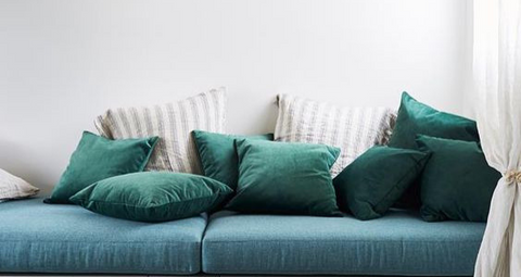 HOW TO CHOOSE THE RIGHT CUSHIONS THIS SPRING