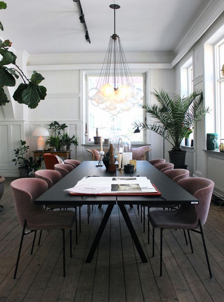 The Family May Be Small Or Large And Either Way A Spacious Dining Table In Heart Of Room Sends Message To Universe Here Is An Everyday Place