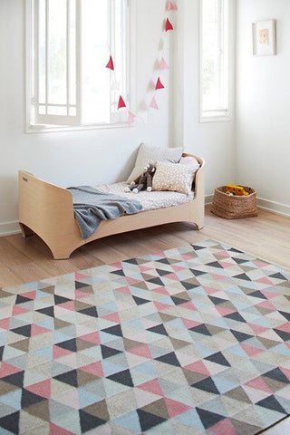 patterned modern rug in child's bedroom