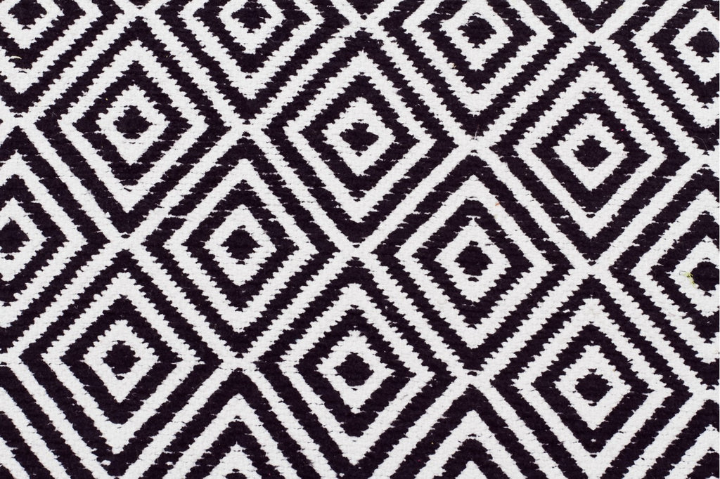 Villa Modern Diamond Rug Black and White