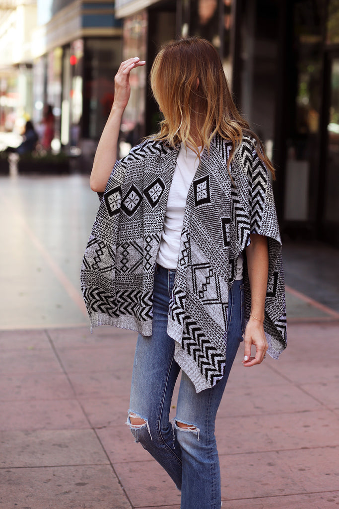 KNIT PONCHO - BLACK & WHITE+
