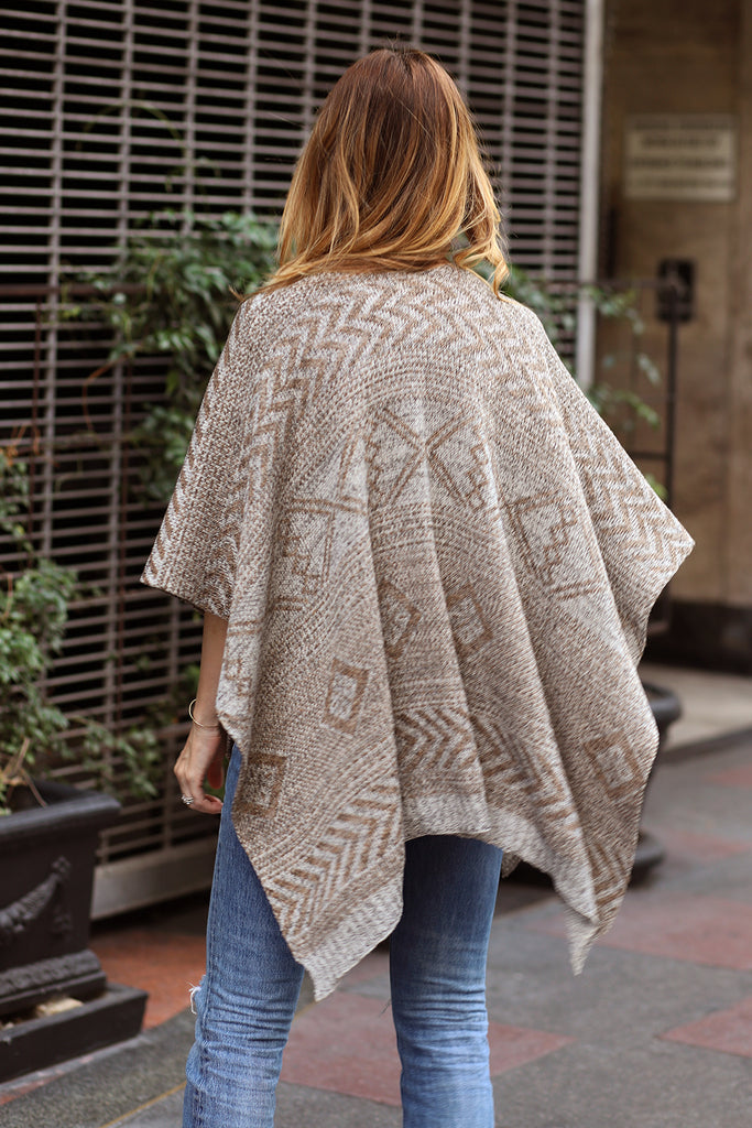 KNIT PONCHO - CREAM & WHITE+