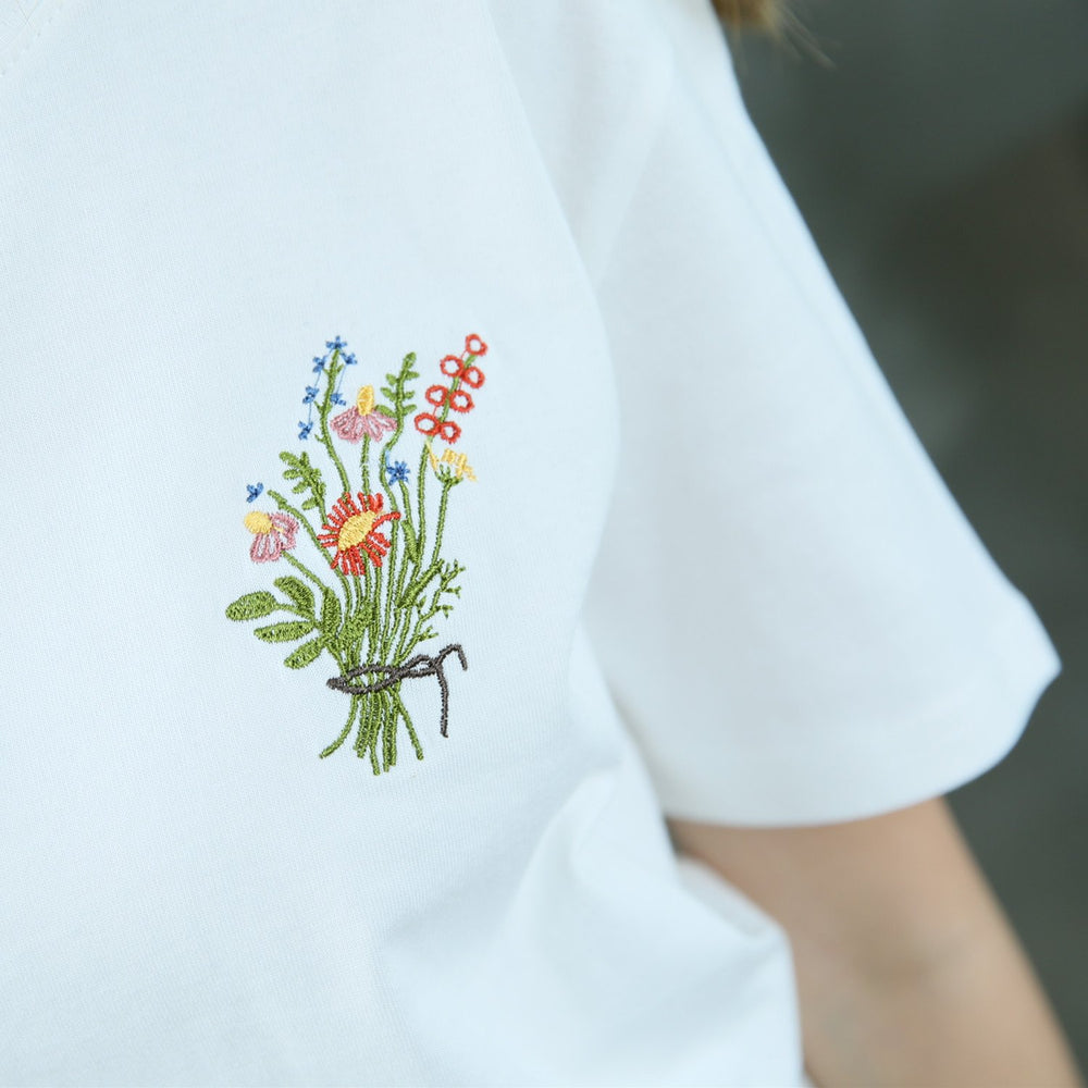 Summer Little Flower Emboridered Fresh Basic Loose Casual Short Sleeve Female T-shirt - SolaceConnect.com