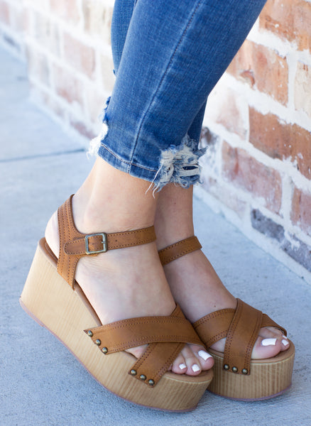 Timeless Excitement Wedge: Cognac