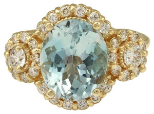 4.50 Carats Exquisite Natural Aquamarine and Diamond 14K Solid Yellow Gold Ring