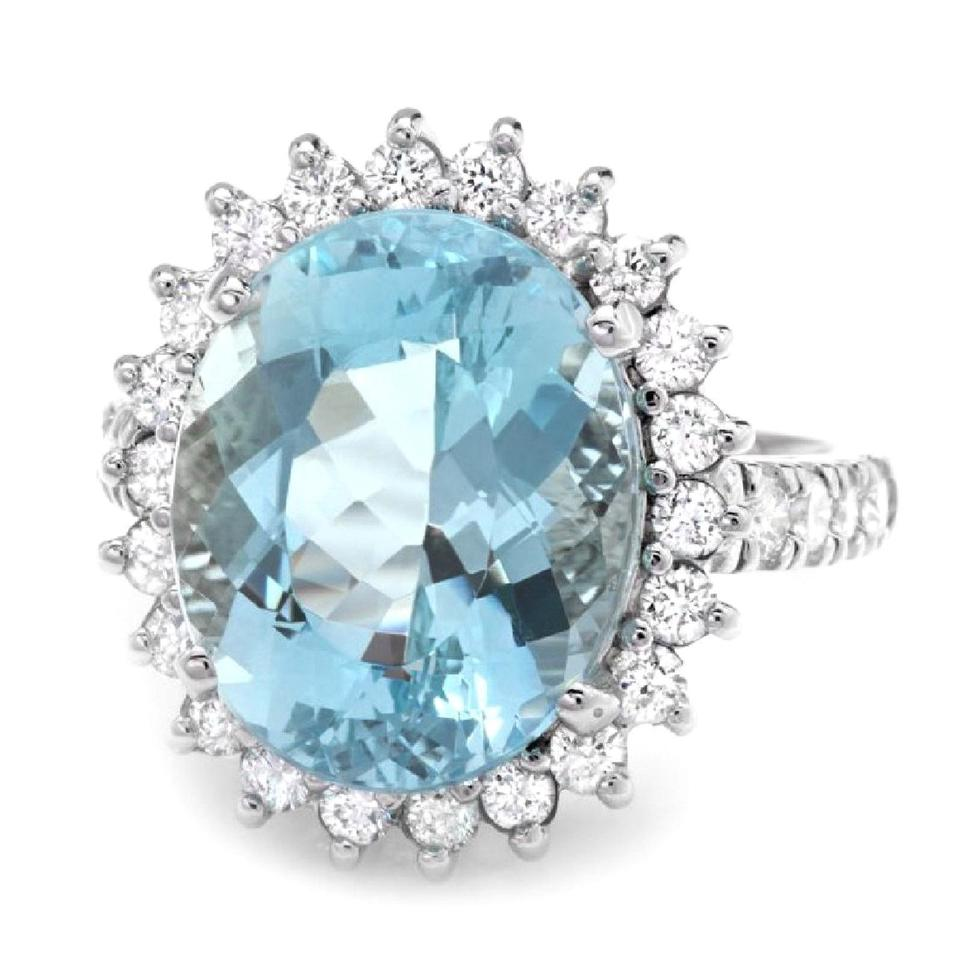 9.00 Carats Impressive Natural Aquamarine and Diamond 14K Solid White Gold Ring
