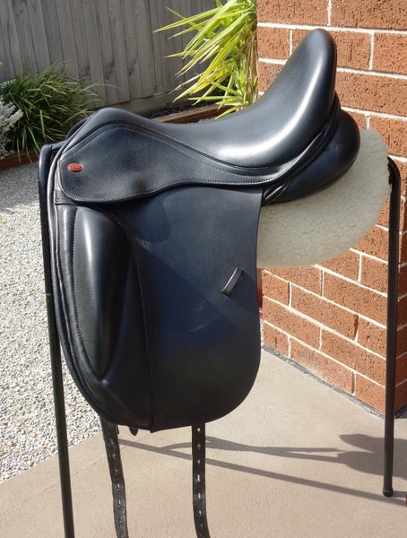 "17"" Kent & Masters S Series Surface Block Dressage Saddle"