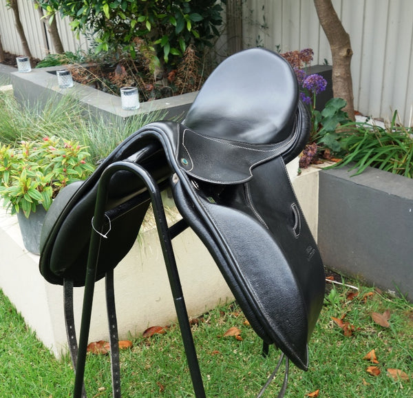 "ON TRIAL........17.5"" STUBBEN PORTOS DRESSAGE SADDLE 32 WIDE"