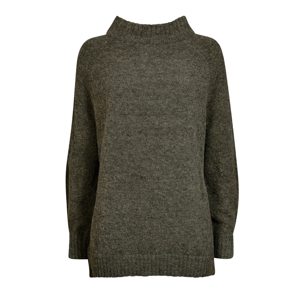 FWSS Farver is super soft alpaca sweater with raglan sleeves. Features slit details at side seams and cuffs.