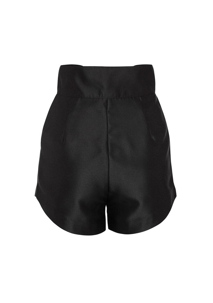 The 'Bowie' shorts are crafted from a twill fabric to allow for a flattering drape over the hips and thighs. Cut to sit high, the waistband is shaped to curve around the body and dip at the front to finish with a waist tie detail. The slanted pockets and button down at the centre front add slight detail to these staple shorts.