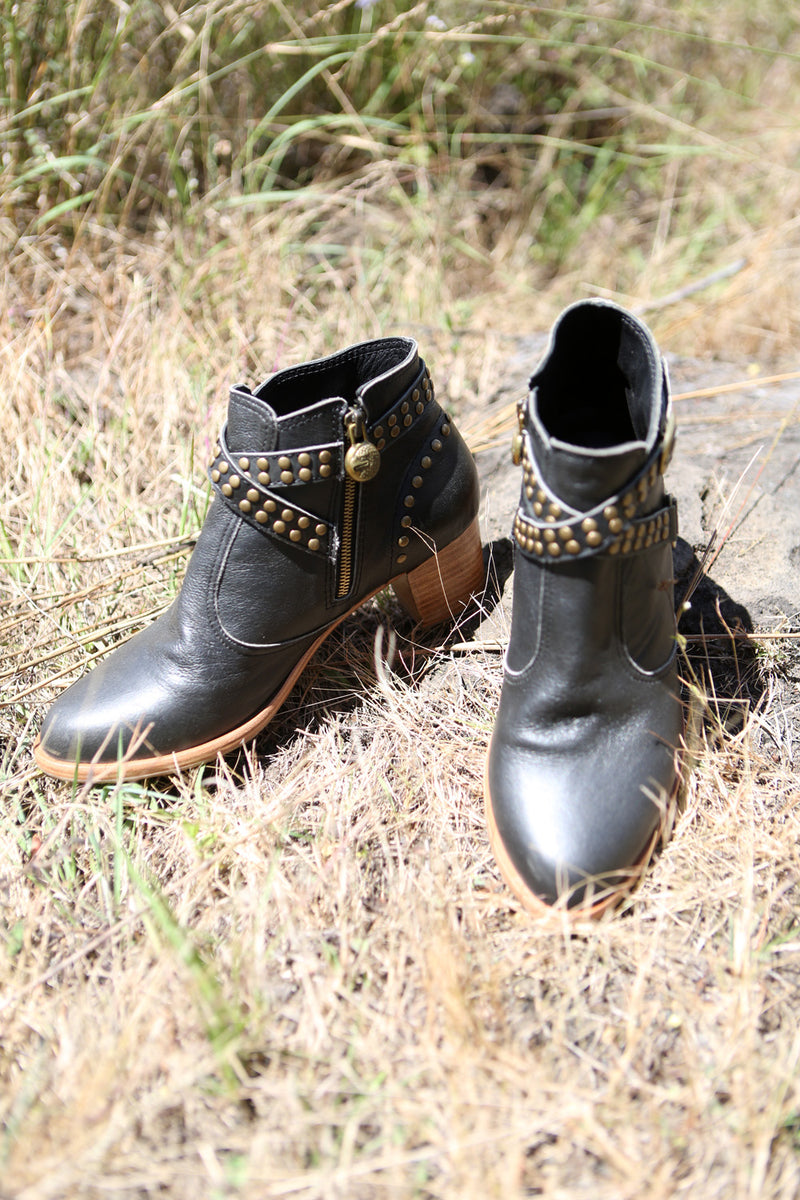 Eagle Boots - Vintage Black - Tulle and Batiste
