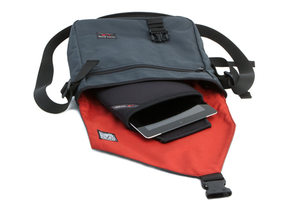 TOM BIHN Cache for Apple iPad with a Large Cafe messenger bag