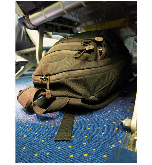 TOM BIHN Synapse fits under a Southwest 737-300 aisle seat