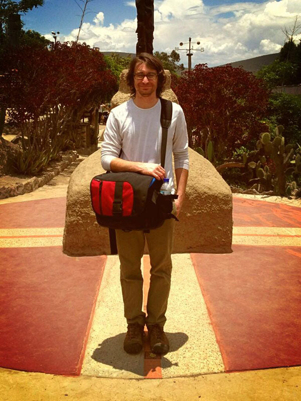 TOM BIHN ID messenger bag: goes to the equator! And look the shadow is directly below! ;)