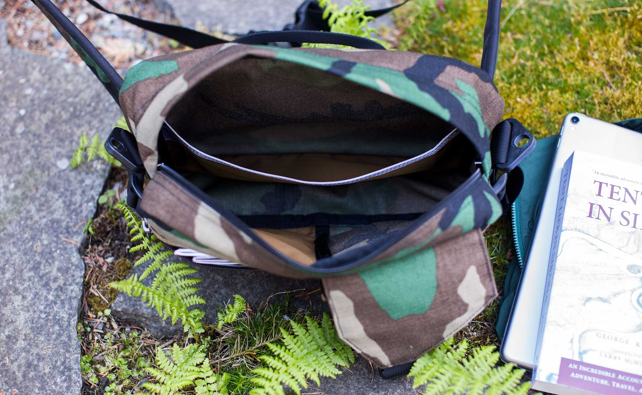 The interior open top pocket of the LGD extends the full length of the bag